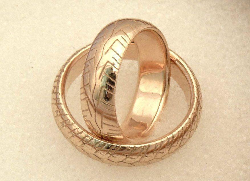 дать подержать обручальное кольцо что нужно