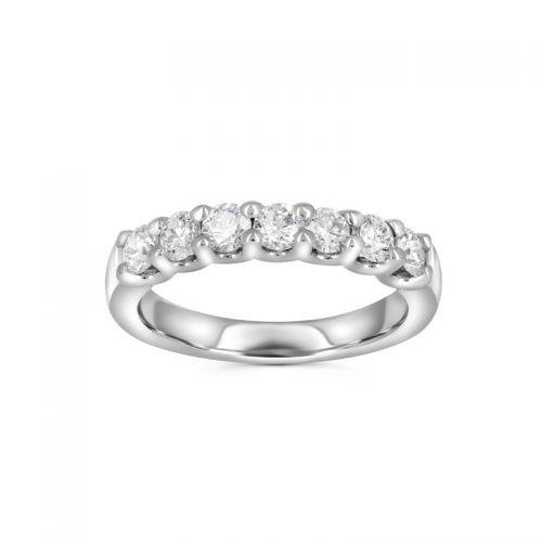 Изысканное золотое кольцо с бриллиантами
