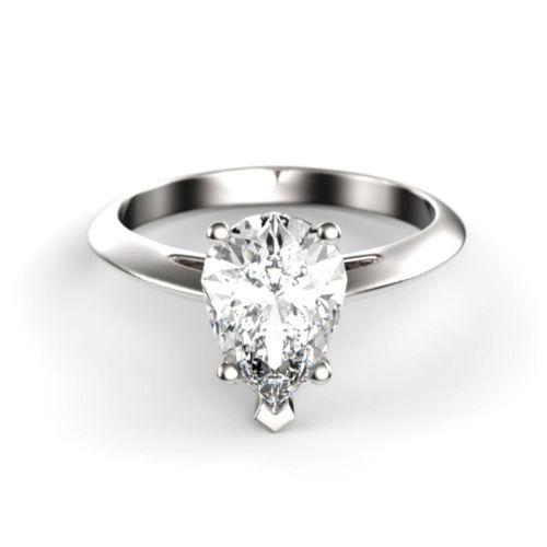 Помолвочное кольцо из белого золота с бриллиантом каплевидной формы