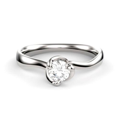 Помолвочное кольцо из белого золота с волнистым ободком и бриллиантом