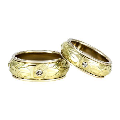 Обручальные кольца из комбинированного золота с растительным орнаментом и инициалами