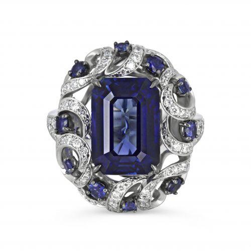 Роскошное кольцо с сапфиром и бриллиантами