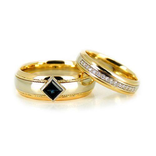 Парные обручальные кольца с сапфиром и бриллиантами