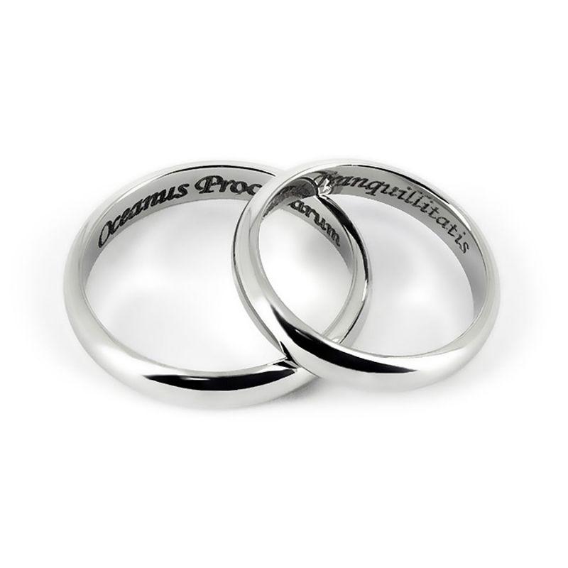 Обручальные кольца из платины с гравировкой