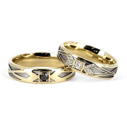 Обручальные кольца с черным для жениха и белым для невесты бриллиантами