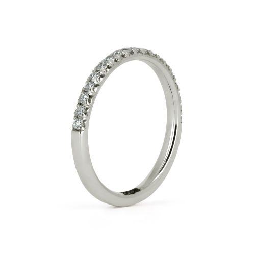 Женское обручальное кольцо из белого золота с бриллиантами