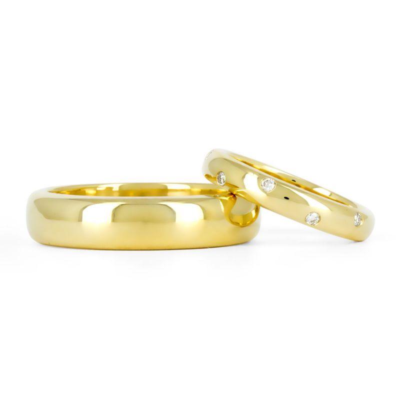 Золотые обручальные кольца в традиционном стиле