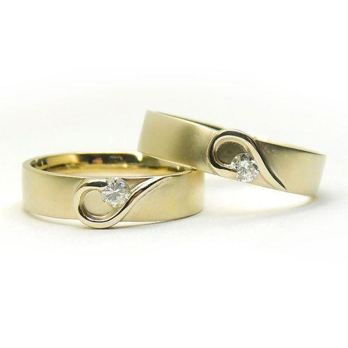 Обручальные парные кольца с нежным рисунком и с бриллиантами