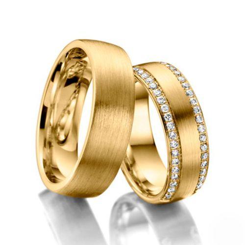 Обручальные кольца классические из желтого золота с белыми бриллиантами