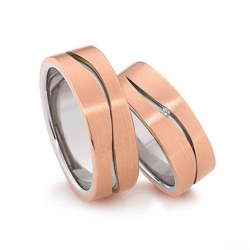Гладкие золотые обручальные кольца с волнистой бороздкой