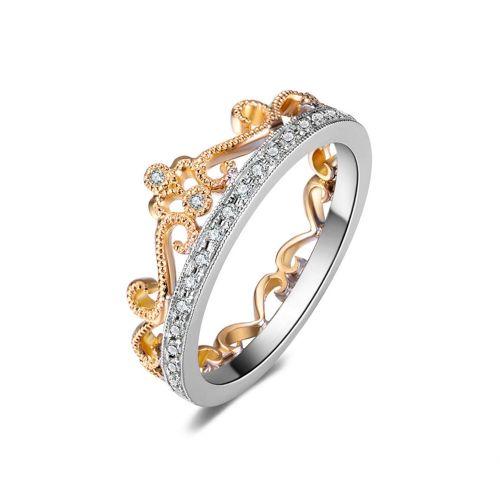 Обручальное кольцо в виде короны из комбинированного золота