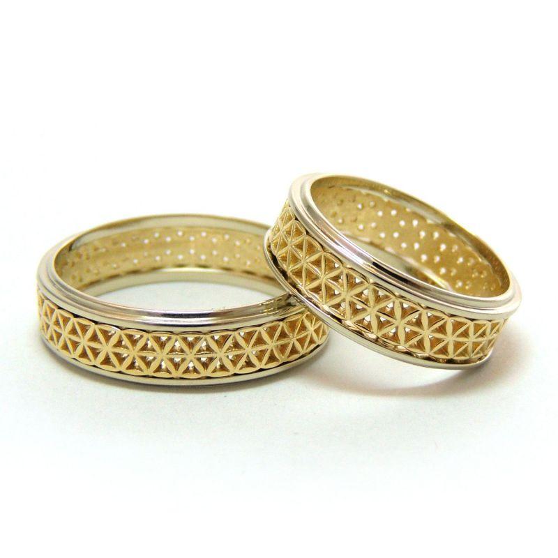 Парные обручальные кольца со сквозным орнаментом в виде сеточки из лепесточков