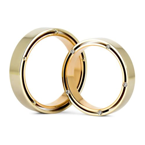 Золотые обручальные кольца с бриллиантами на торце шинки