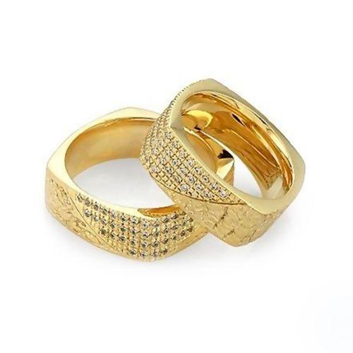 Парные обручальные кольца с бриллиантами из желтого золота