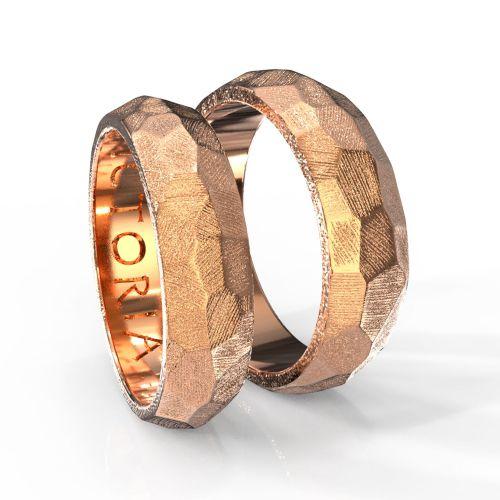 Парные обручальные кольца из желтого золота с фактурной поверхностью
