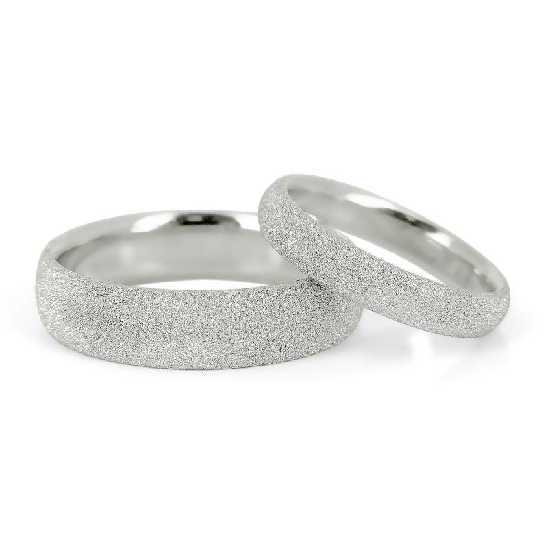 Парные обручальные кольца с матированной поверхностью