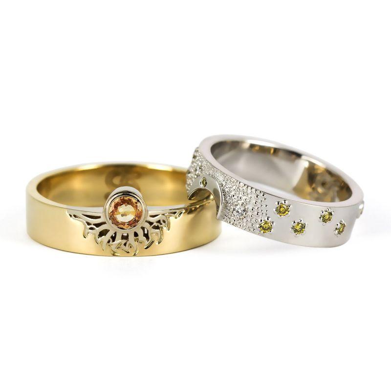 Обручальные кольца из белого и желтого золота с бриллиантами и сапфирами